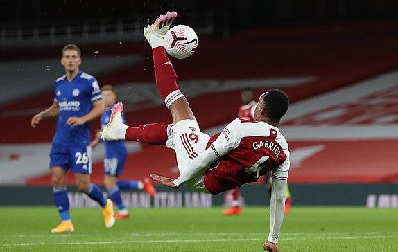 Dính đòn hồi mã thương của Leicester, Arsenal bại trận đau đớn trên sân nhà - Ảnh 1.