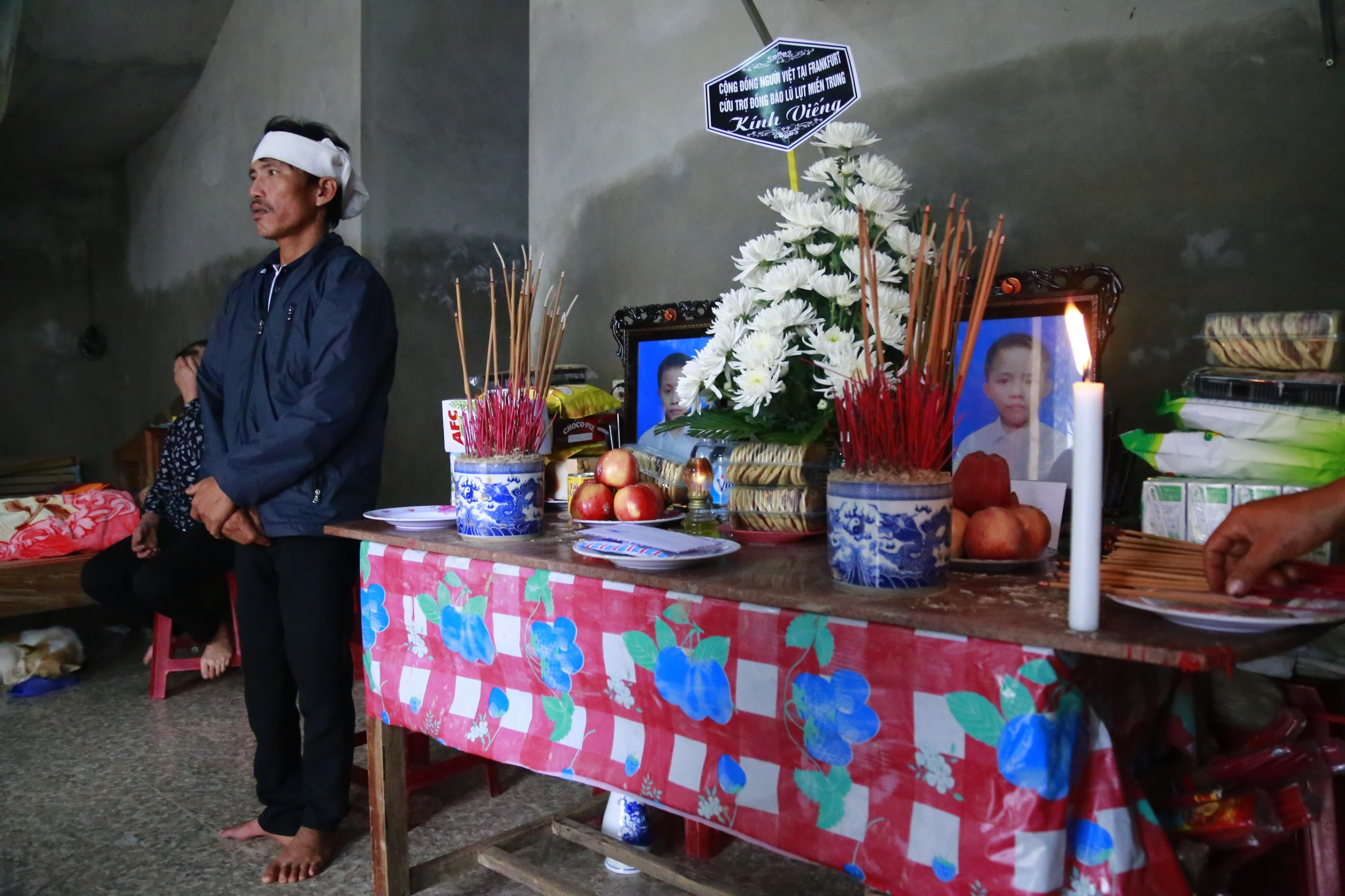 Tột cùng đau đớn trong căn nhà của đôi vợ chồng cùng lúc mất 2 con thơ khi chạy lũ - Ảnh 2.
