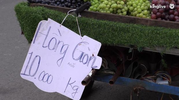 """Clip: Tuyệt chiêu sử dụng số """"tàng hình"""" trên biển quảng cáo của những người bán hàng ở Sài Gòn - Ảnh 2."""