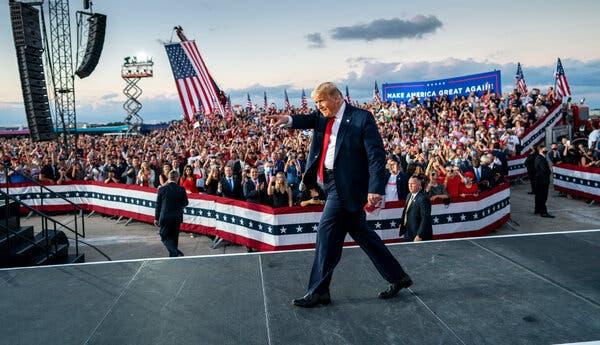 Cuộc so găng Trump-Biden: Kết quả bầu cử Tổng thống Mỹ định đoạt tại 8 bang chiến trường này - Ảnh 1.