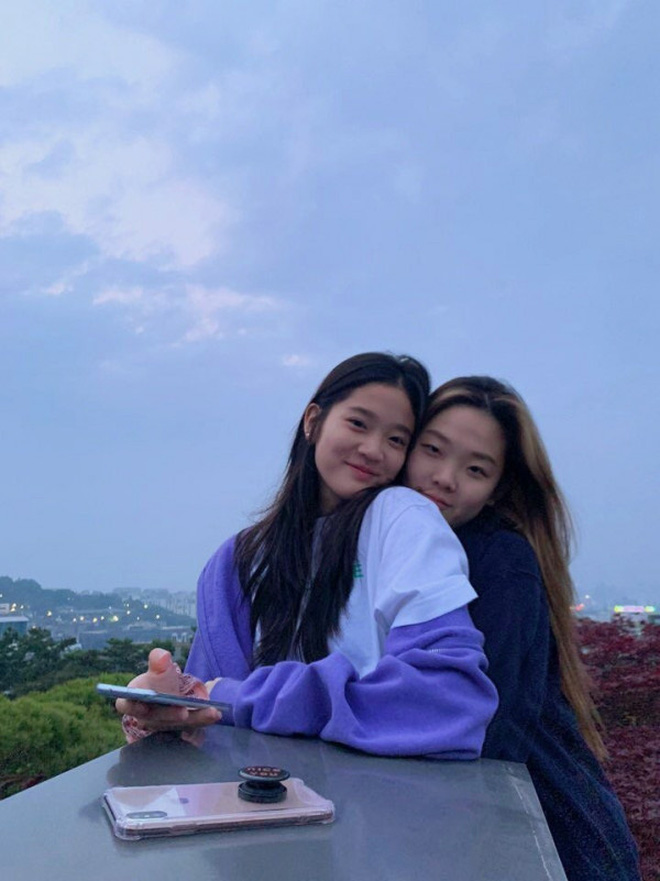 Bức ảnh 'trâm anh thế phiệt' gây chấn động: Cháu gái chủ tịch tập đoàn Samsung đọ sắc cùng hội bạn thân siêu giàu - ảnh 6