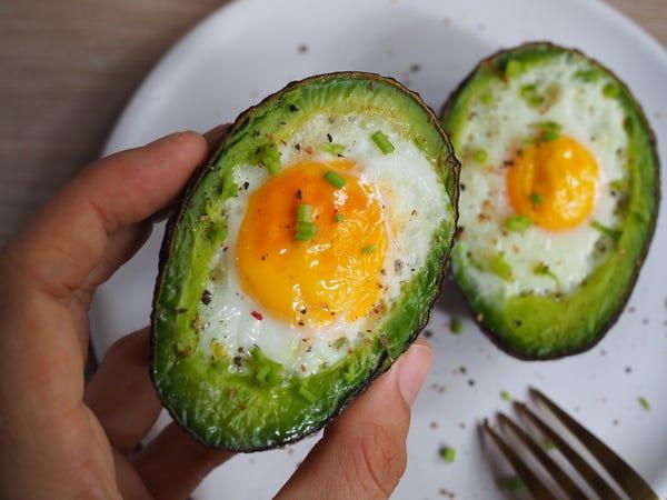 Vì sao vừa ăn sáng xong nhưng vẫn cảm thấy đói bụng: Đây là 5 sai lầm trong bữa sáng khiến bạn không có đủ năng lượng - Ảnh 4.