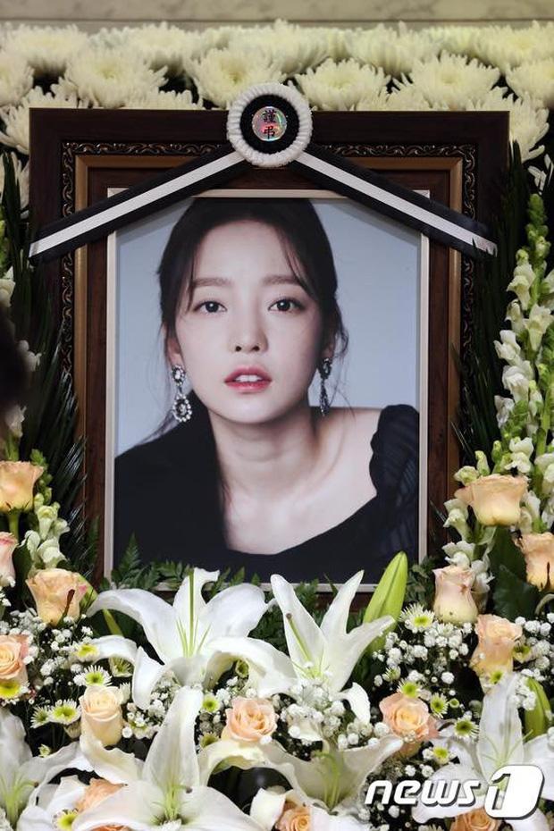 Sao nữ bị bạn trai cũ đâm sau lưng: Á hậu lột xác sau khi khổ sở làm dâu gia tộc Samsung, Goo Hara uất hận tự tử - Ảnh 4.