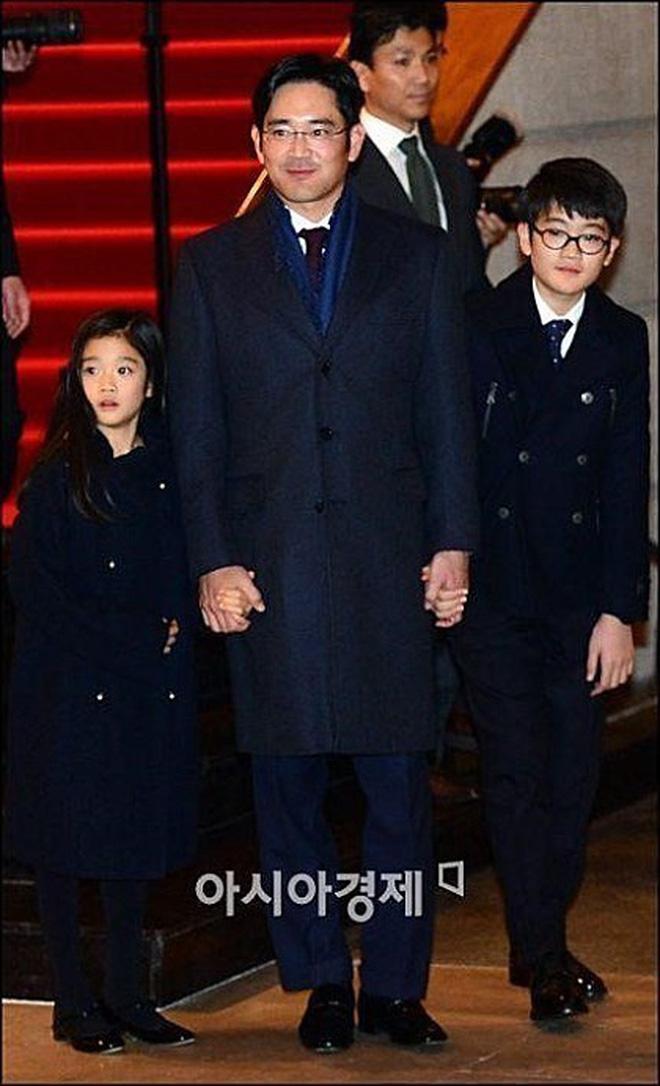 Bức ảnh 'trâm anh thế phiệt' gây chấn động: Cháu gái chủ tịch tập đoàn Samsung đọ sắc cùng hội bạn thân siêu giàu - ảnh 4