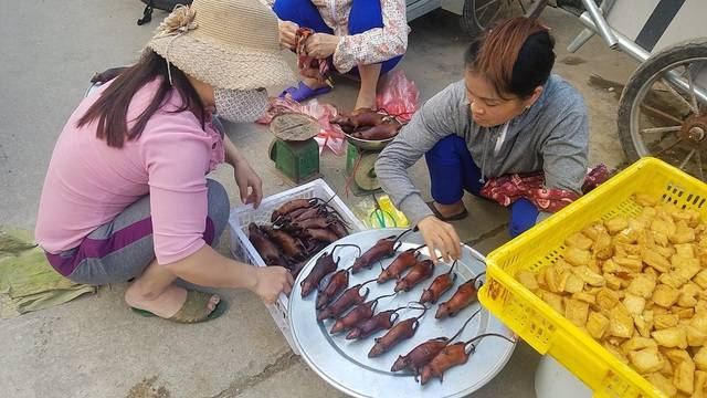 Bán loại thịt đáng sợ nhưng ăn xong thì nghiện, làng ven đô Hà Nội hốt bạc từng ngày - Ảnh 2.