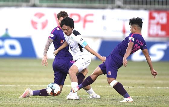 Đề xuất xử phạt hành vi phi thể thao của cầu thủ Sài Gòn và Hải Phòng - Ảnh 1.