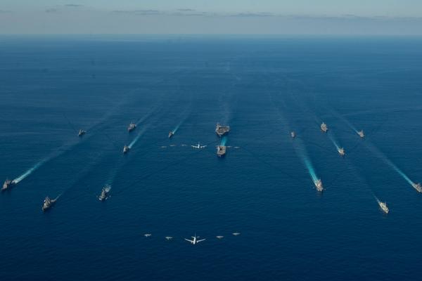 Tàu chiến khủng nhất của Nhật tập trận với Mỹ sau sứ mệnh ở Biển Đông - Ảnh 2.