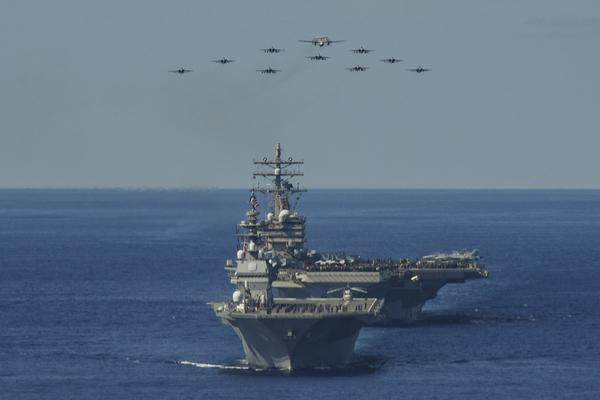 Tàu chiến khủng nhất của Nhật tập trận với Mỹ sau sứ mệnh ở Biển Đông - Ảnh 3.