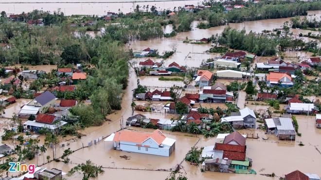 TIN BÃO SỐ 9: Nước lũ đang dâng cao, nạn nhân đi cấp cứu phải quay về vì đường bị chia cắt - Ảnh 3.