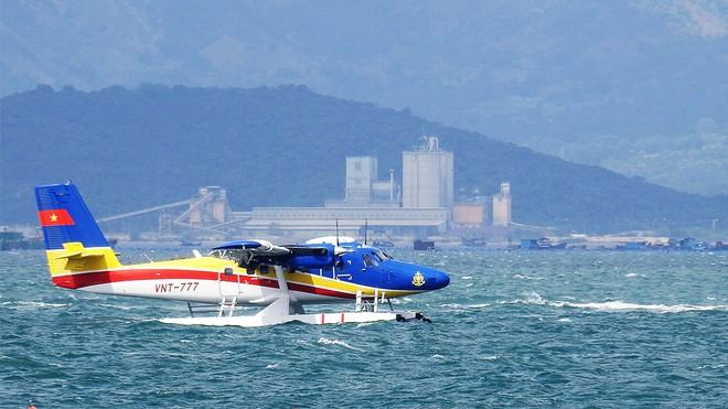 THIỆT HẠI DO BÃO SỐ 9: Máy bay tìm kiếm 26 ngư dân mất tích không phát hiện được mục tiêu; 2 cán bộ xã bị vùi lấp khi đi giúp dân;  - Ảnh 1.