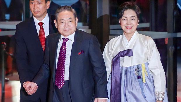 Người đàn bà quyền lực phía sau đế chế Samsung: Bóng hồng khiến cố chủ tịch Lee Kun Hee đến chết cũng không từ bỏ - Ảnh 3.
