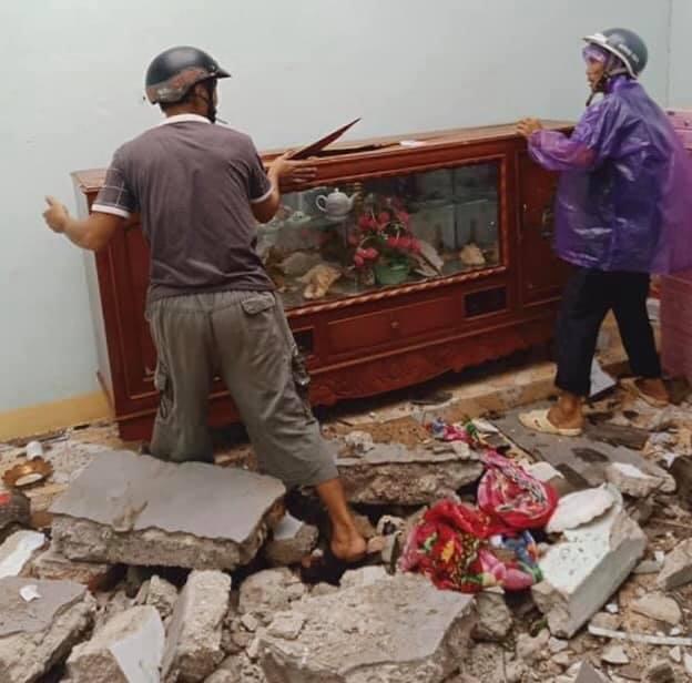 THIỆT HẠI DO BÃO SỐ 9: Nhiều tàu cá ở Lý Sơn bị bão đánh chìm; Lũ lớn cuốn trôi cây cầu sắt ở Kon Tum - Ảnh 4.