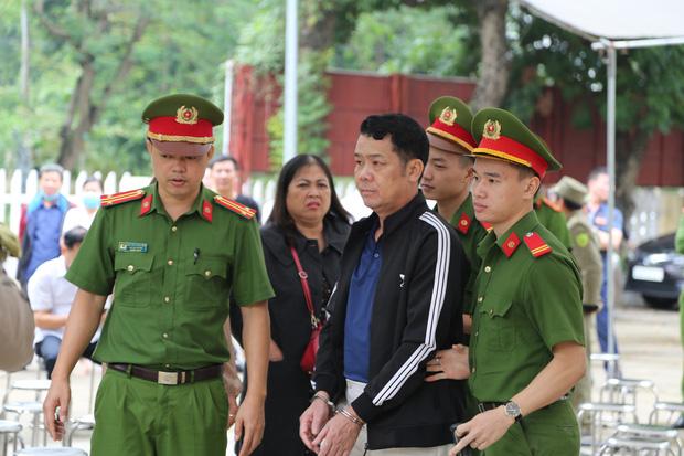 Phạt 18 tháng tù giám đốc công ty bảo vệ rút súng dọa bắn tài xế ở Bắc Ninh - Ảnh 2.