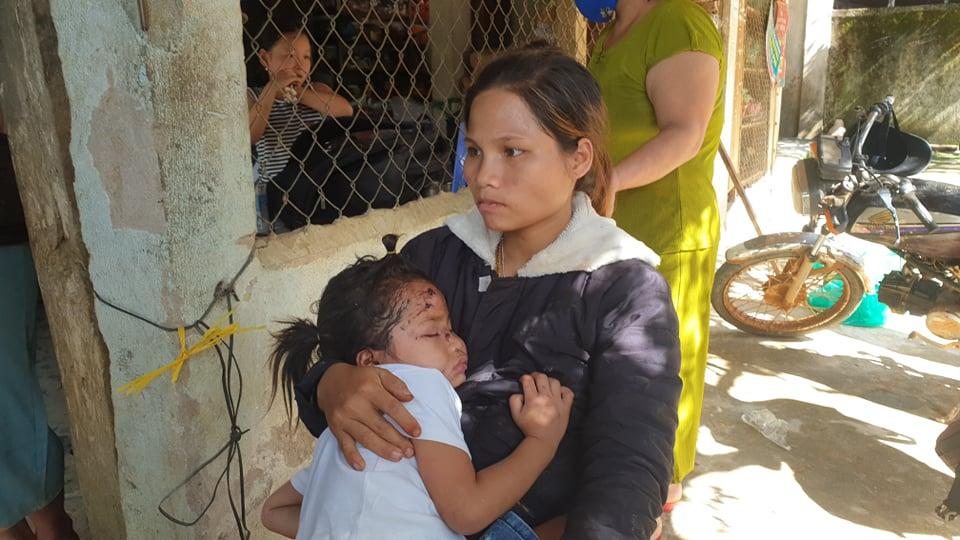 Ảnh cập nhật nóng từ hiện trường ở Trà Leng: 33 nạn nhân được đưa ra Quốc lộ bằng võng để cứu hộ y tế - Ảnh 4.