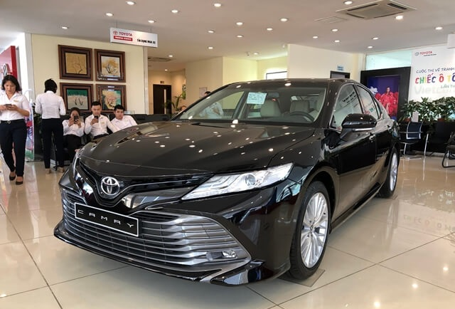"""Thua đau Vinfast Lux, """"tượng đài"""" sedan Toyota Camry, Mazda 6 giảm giá tới 50 triệu - Ảnh 1."""