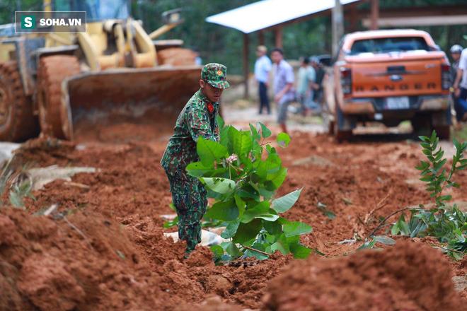 [ẢNH] Huy động thêm bộ đội công binh vào tìm kiếm nhiều nạn nhân mất tích vụ sạt lở ở Trà Leng - Ảnh 3.