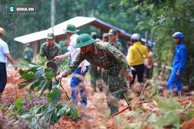 [ẢNH] Huy động thêm bộ đội công binh vào tìm kiếm nhiều nạn nhân mất tích vụ sạt lở ở Trà Leng - Ảnh 5.