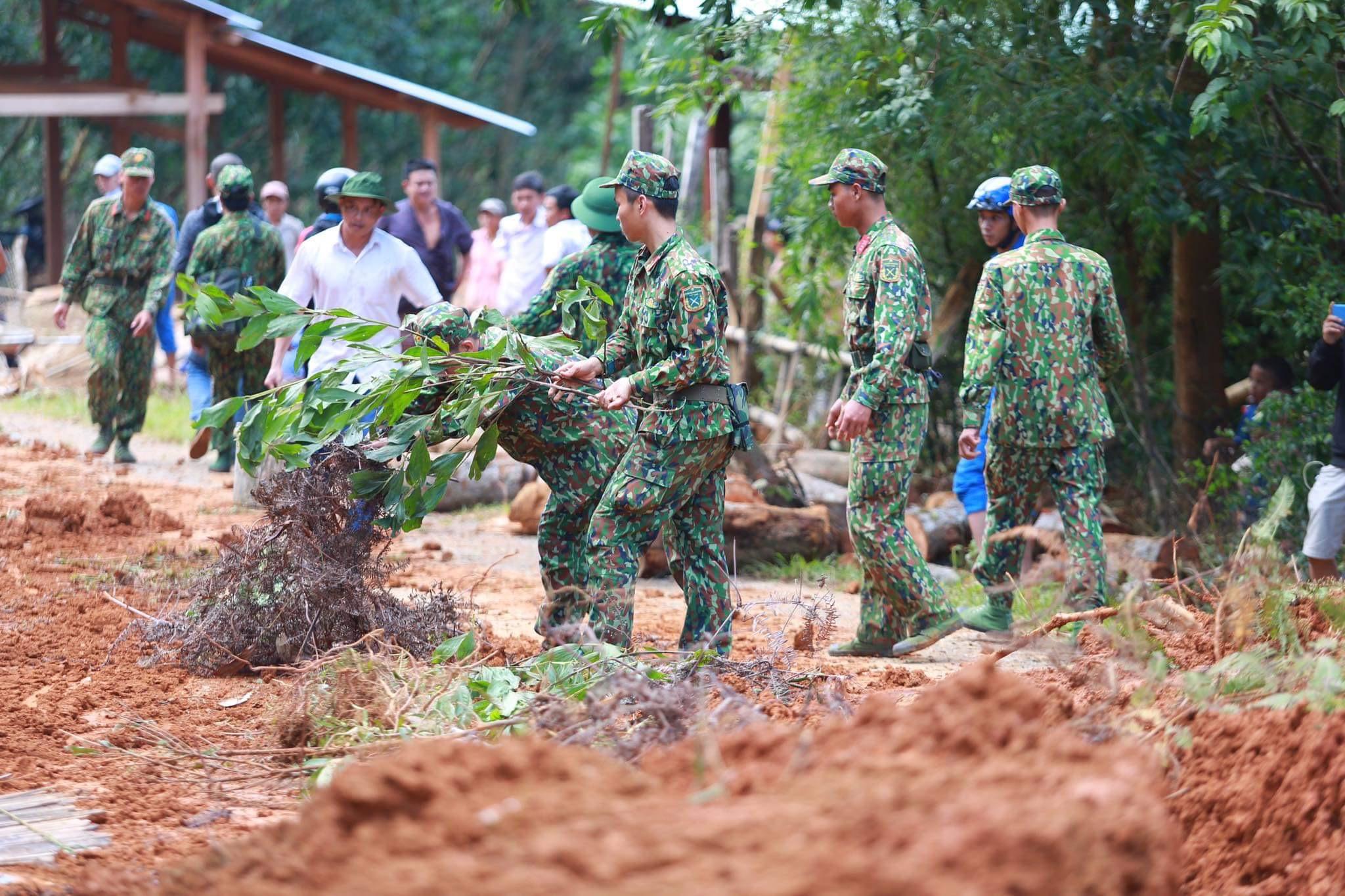 [ẢNH] Huy động thêm bộ đội công binh vào tìm kiếm nhiều nạn nhân mất tích vụ sạt lở ở Trà Leng - Ảnh 6.