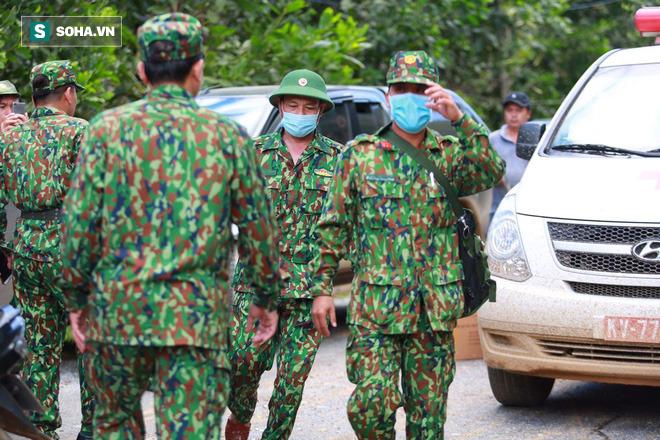 [ẢNH] Huy động thêm bộ đội công binh vào tìm kiếm nhiều nạn nhân mất tích vụ sạt lở ở Trà Leng - Ảnh 7.