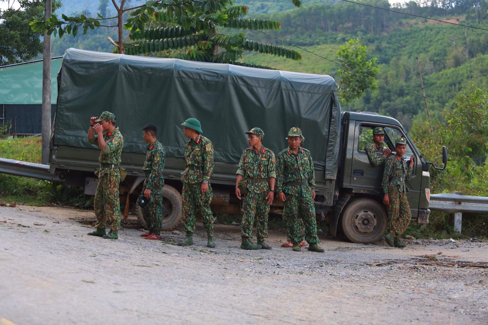 [ẢNH] Huy động thêm bộ đội công binh vào tìm kiếm nhiều nạn nhân mất tích vụ sạt lở ở Trà Leng - Ảnh 8.