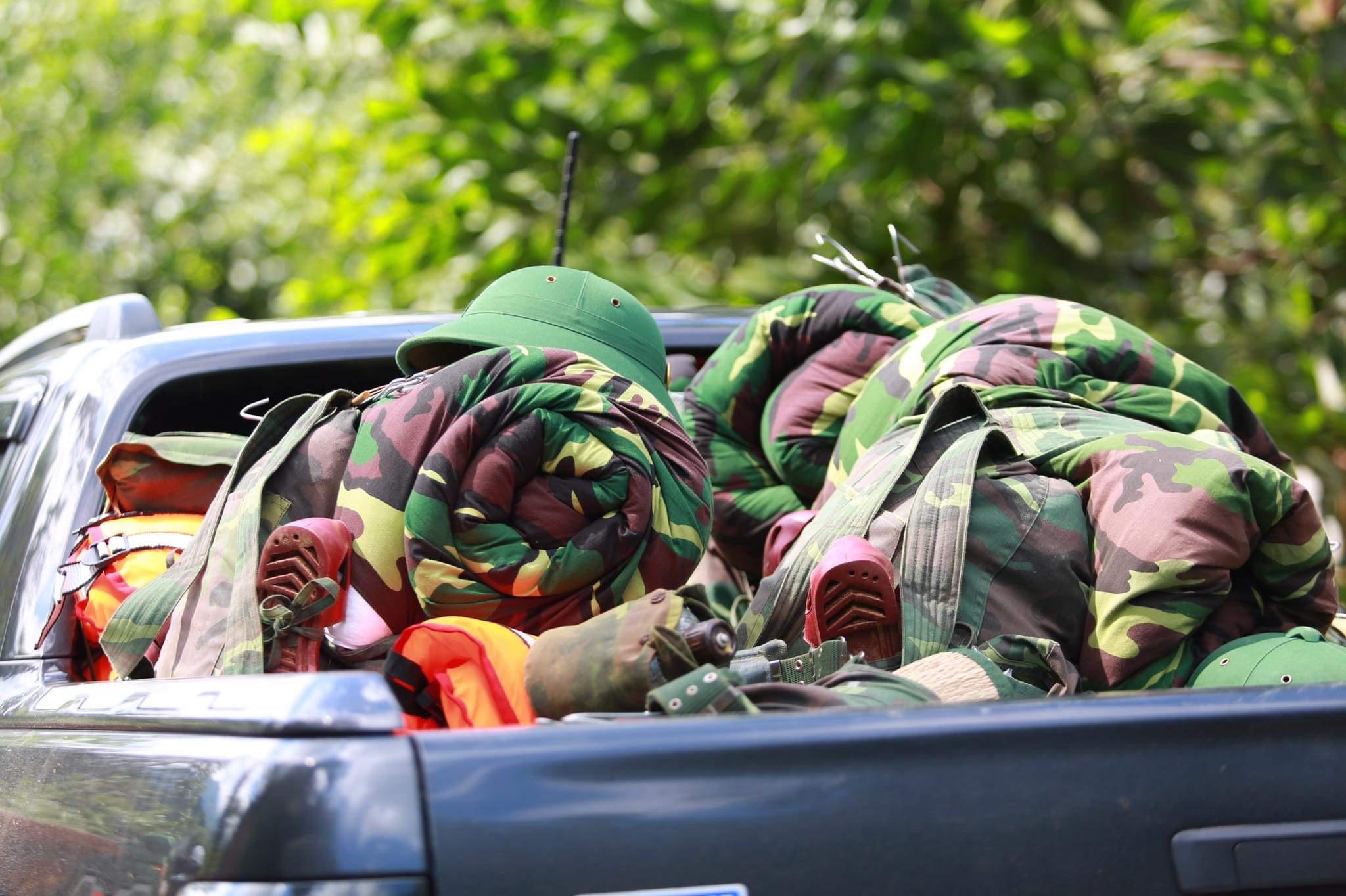 [ẢNH] Huy động thêm bộ đội công binh vào tìm kiếm nhiều nạn nhân mất tích vụ sạt lở ở Trà Leng - Ảnh 9.