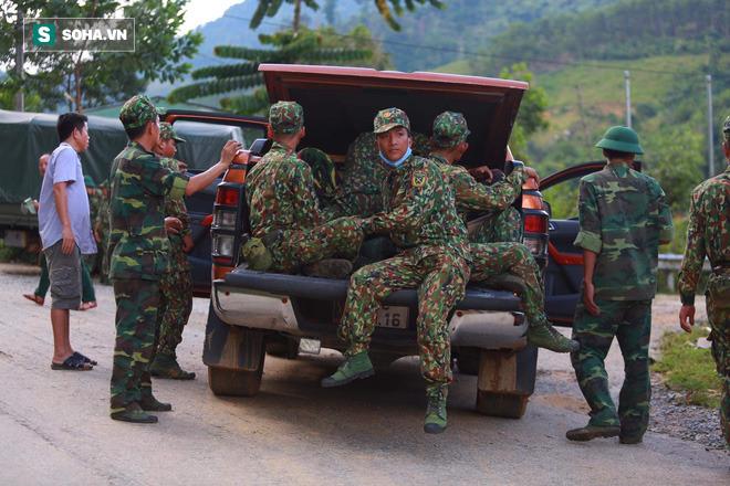 [ẢNH] Huy động thêm bộ đội công binh vào tìm kiếm nhiều nạn nhân mất tích vụ sạt lở ở Trà Leng - Ảnh 1.