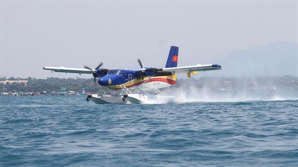 5 tàu Kiểm ngư, 2 thủy phi cơ của hải quân hoạt động liên tục tìm kiếm 26 ngư dân mất tích - Ảnh 1.