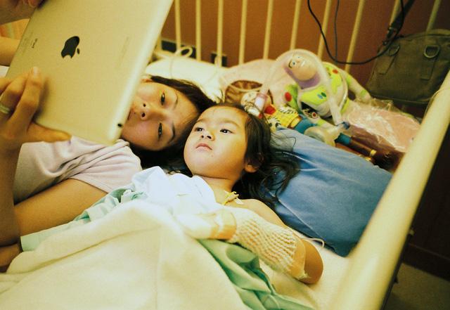 Bố Nhật cùng con gái bị bệnh tim bẩm sinh chiến đấu suốt 10 năm: Bố chẳng cần gì, chỉ cần con sống và 10.000 bức ảnh cảm động lòng người - Ảnh 11.