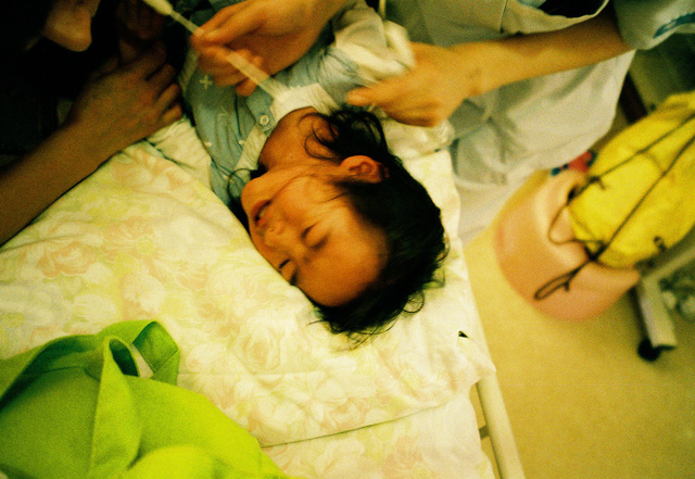 Bố Nhật cùng con gái bị bệnh tim bẩm sinh chiến đấu suốt 10 năm: Bố chẳng cần gì, chỉ cần con sống và 10.000 bức ảnh cảm động lòng người - Ảnh 12.