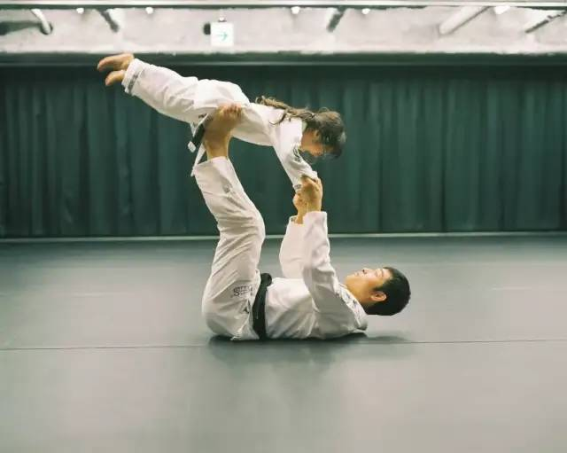 Bố Nhật cùng con gái bị bệnh tim bẩm sinh chiến đấu suốt 10 năm: Bố chẳng cần gì, chỉ cần con sống và 10.000 bức ảnh cảm động lòng người - Ảnh 14.