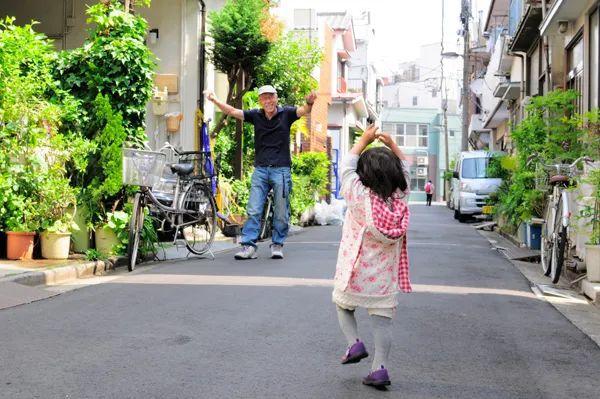 Bố Nhật cùng con gái bị bệnh tim bẩm sinh chiến đấu suốt 10 năm: Bố chẳng cần gì, chỉ cần con sống và 10.000 bức ảnh cảm động lòng người - Ảnh 17.