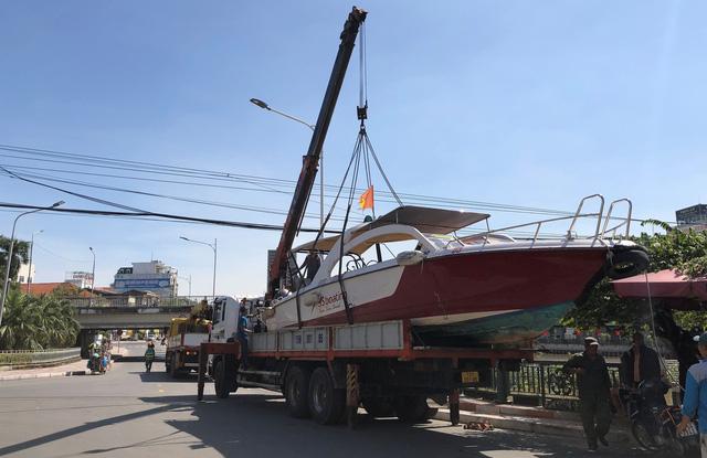 Liên đoàn Võ thuật tổng hợp Việt Nam cùng Báo Điện tử Tổ Quốc đưa ca nô cao tốc vào Quảng Bình cứu trợ người dân vùng lũ - Ảnh 3.