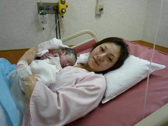 Bố Nhật cùng con gái bị bệnh tim bẩm sinh chiến đấu suốt 10 năm: Bố chẳng cần gì, chỉ cần con sống và 10.000 bức ảnh cảm động lòng người - Ảnh 4.