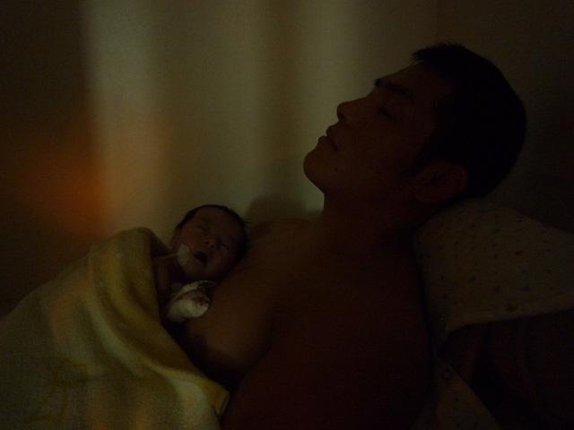 Bố Nhật cùng con gái bị bệnh tim bẩm sinh chiến đấu suốt 10 năm: Bố chẳng cần gì, chỉ cần con sống và 10.000 bức ảnh cảm động lòng người - Ảnh 6.