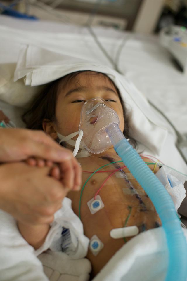 Bố Nhật cùng con gái bị bệnh tim bẩm sinh chiến đấu suốt 10 năm: Bố chẳng cần gì, chỉ cần con sống và 10.000 bức ảnh cảm động lòng người - Ảnh 8.