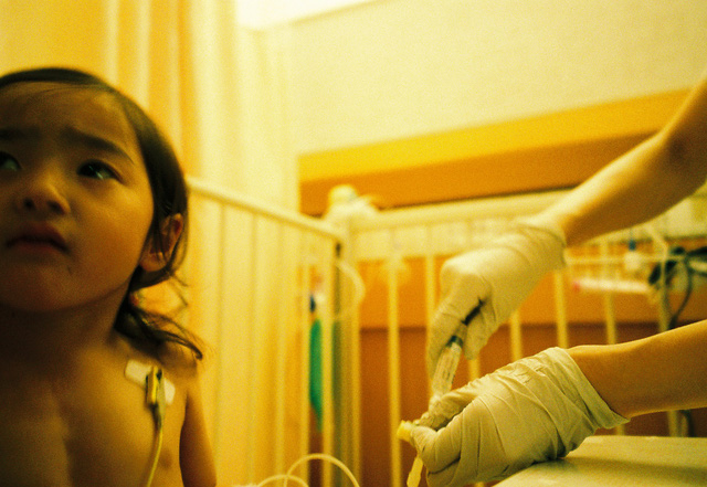 Bố Nhật cùng con gái bị bệnh tim bẩm sinh chiến đấu suốt 10 năm: Bố chẳng cần gì, chỉ cần con sống và 10.000 bức ảnh cảm động lòng người - Ảnh 10.