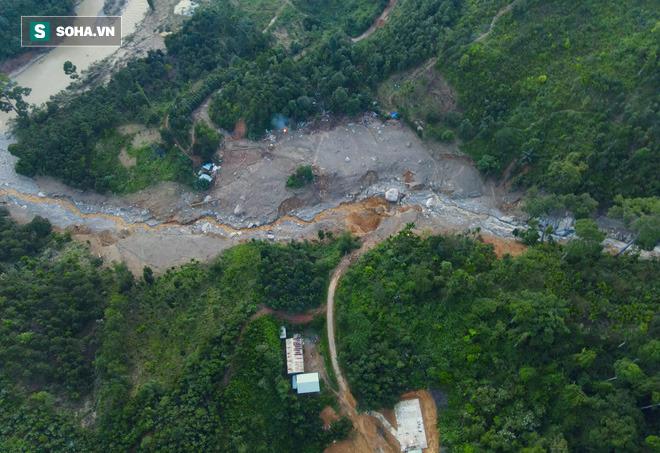 Bộ đội xuyên đêm băng rừng, vượt bùn lầy ngập nửa người để tiếp tế lương thực cho Trà Leng - Ảnh 10.
