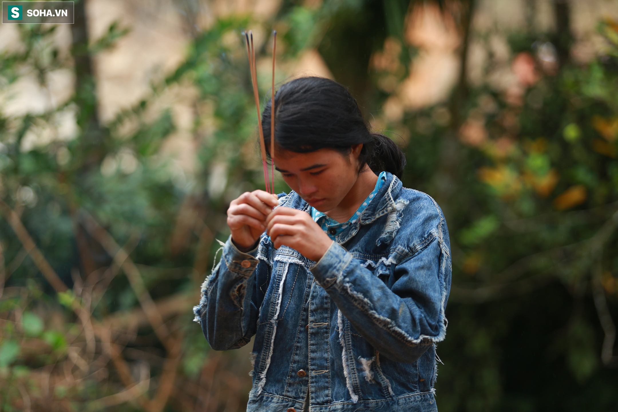 [Ảnh] Dân làng khóc nghẹn khi tìm thấy bé trai 10 tháng tuổi dưới lớp bùn đất vụ sạt lở ở Trà Leng - Ảnh 17.