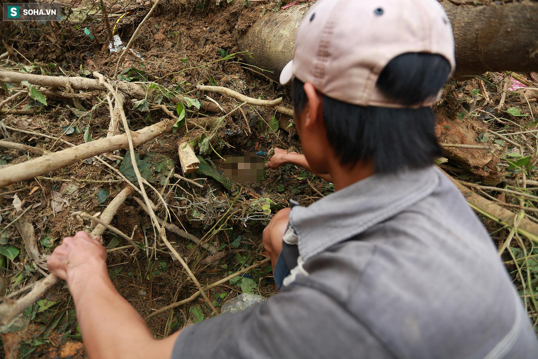 [Ảnh] Dân làng khóc nghẹn khi tìm thấy bé trai 10 tháng tuổi dưới lớp bùn đất vụ sạt lở ở Trà Leng - Ảnh 3.