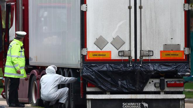 Vụ 39 thi thể người Việt trong xe container tại Anh: Lộ diện video khoảnh khắc tài xế phát hiện sự việc, tình tiết sau đó khiến ai cũng tức giận - Ảnh 5.