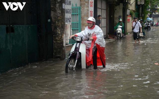 Đi xe máy mùa mưa bão cần lưu ý điều gì? - Ảnh 5.