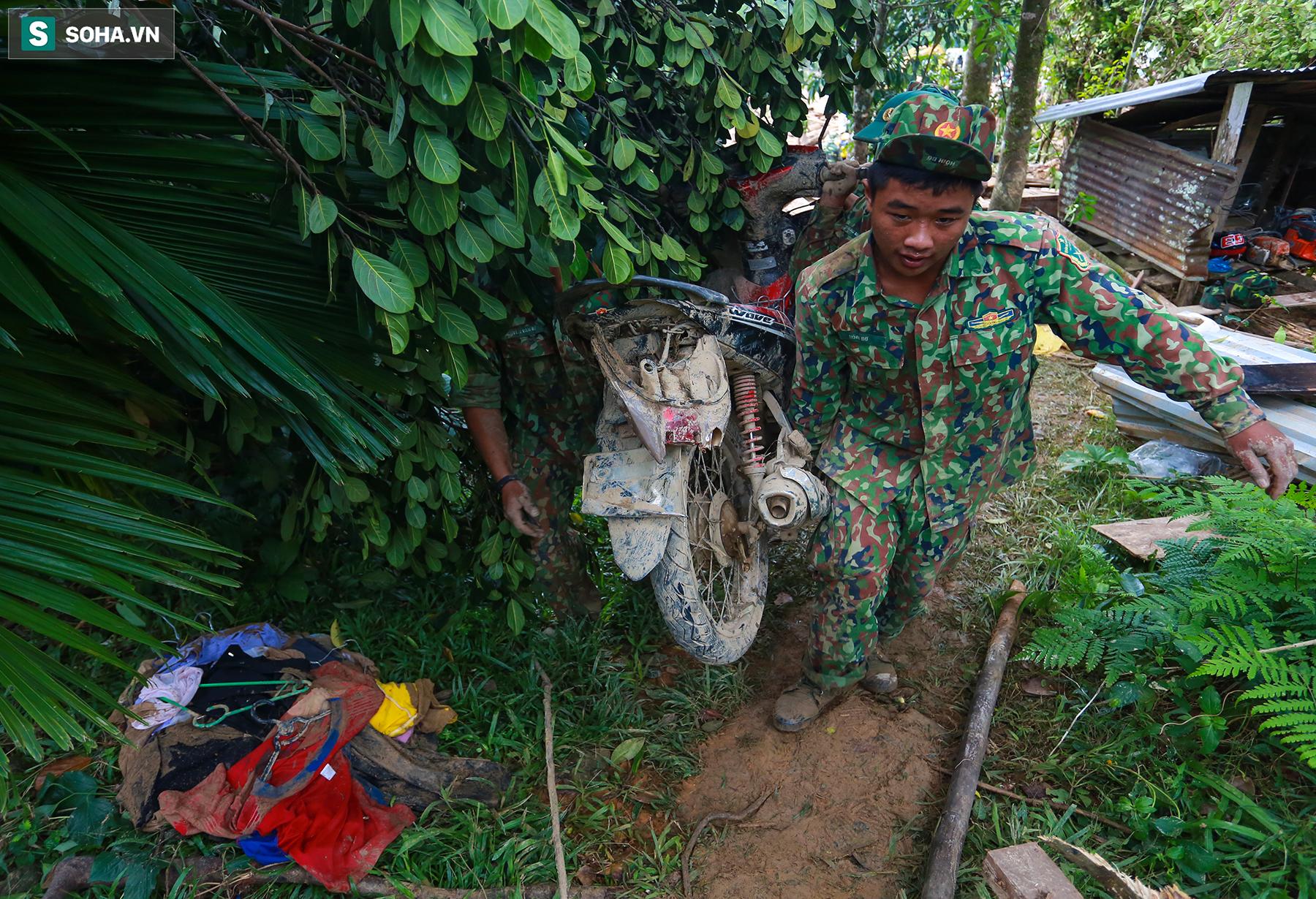 [Ảnh] Những thứ còn sót lại dưới đống hoang tàn ở vụ sạt lở Trà Leng sau 48 giờ tìm kiếm - Ảnh 19.