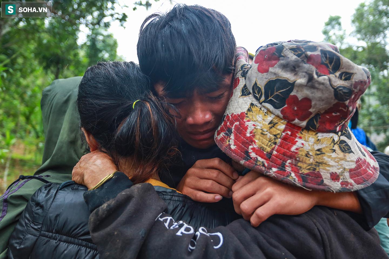 [Ảnh] Những thứ còn sót lại dưới đống hoang tàn ở vụ sạt lở Trà Leng sau 48 giờ tìm kiếm - Ảnh 14.