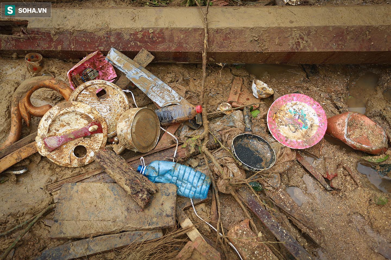 [Ảnh] Những thứ còn sót lại dưới đống hoang tàn ở vụ sạt lở Trà Leng sau 48 giờ tìm kiếm - Ảnh 6.