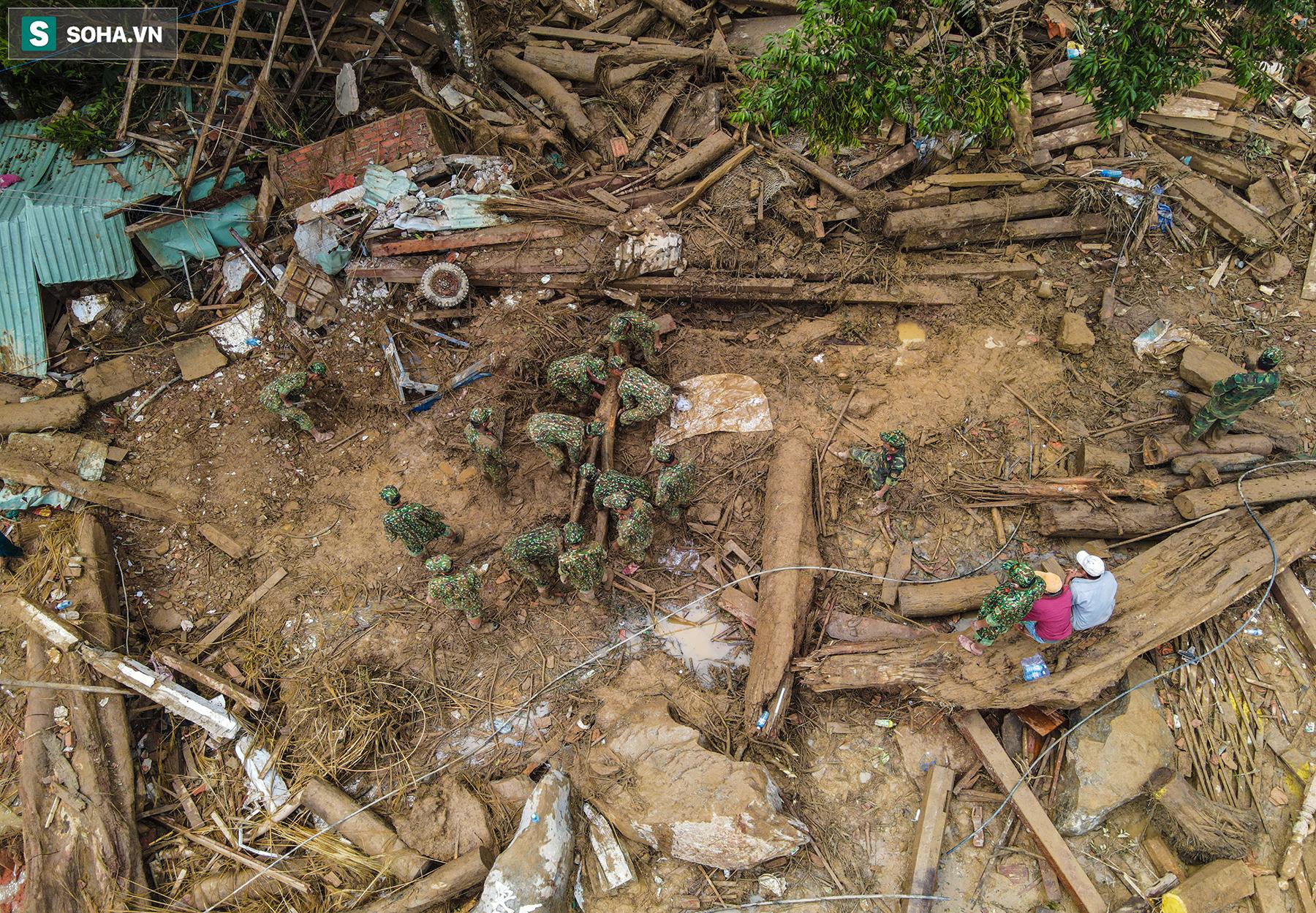 [Ảnh] Những thứ còn sót lại dưới đống hoang tàn ở vụ sạt lở Trà Leng sau 48 giờ tìm kiếm - Ảnh 15.