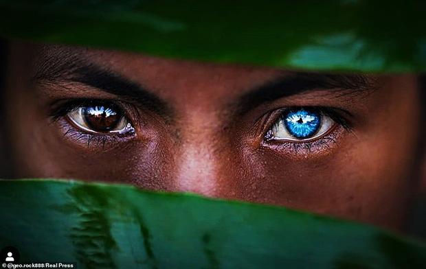 Bộ tộc kỳ bí ở Indonesia với đôi mắt xanh biếc như màu trời, nguyên nhân là do hội chứng lạ mà người ở đây mắc phải - Ảnh 6.