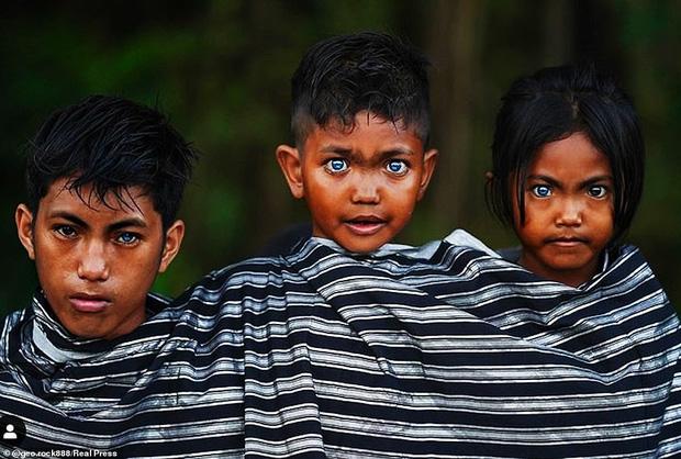 Bộ tộc kỳ bí ở Indonesia với đôi mắt xanh biếc như màu trời, nguyên nhân là do hội chứng lạ mà người ở đây mắc phải - Ảnh 8.