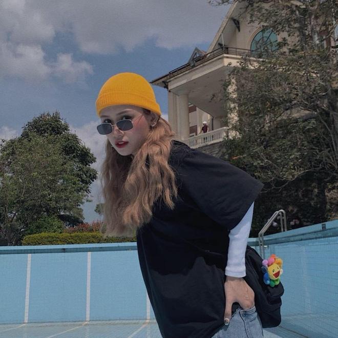 Chị áo xanh giơ bảng tên của Rap Việt: Khán giả chọc trên sân khấu cosplay lon nước ngọt nhưng ngoài đời cool lắm nha - Ảnh 7.