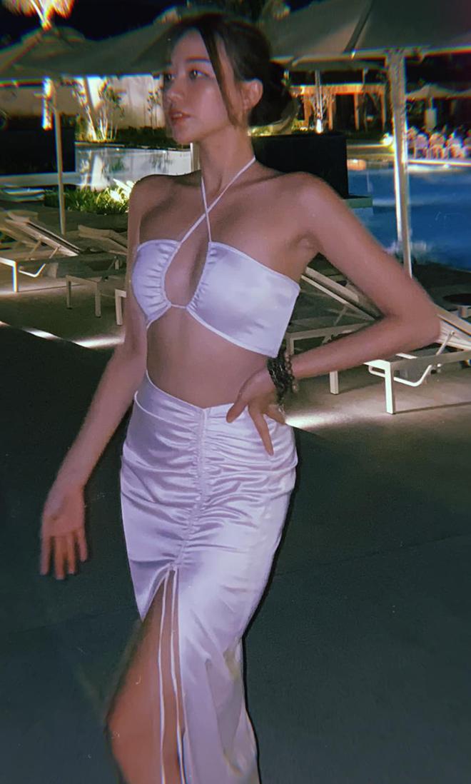 Ác nữ Băng Di chăm khoe ảnh bikini khi yêu đại gia có tiếng - Ảnh 11.