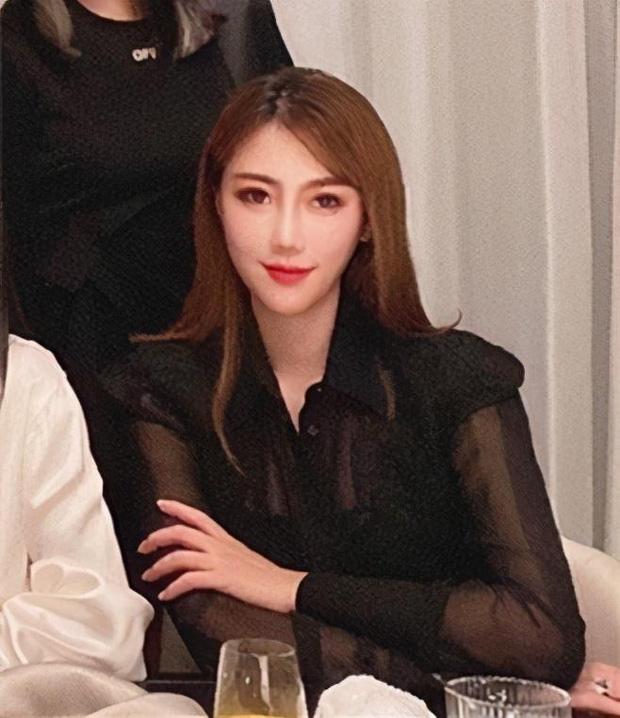 Hội bạn thân mới của Angela Baby gây choáng Cbiz: Toàn thiên kim gia thế khủng, vợ Huỳnh Hiểu Minh chỉ dám đứng nép - Ảnh 2.